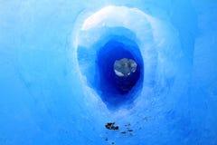 Túnel da geleira do Patagonia imagem de stock