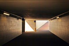 Um túnel pedestre longo fotos de stock royalty free