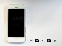 Um telefone esperto branco, uma bandeja de cartão do sim e um papel pequeno simulados como Fotografia de Stock