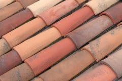Um telhado de telhas vermelhas clássico Fotos de Stock Royalty Free