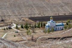 Um templo à terra em honra do ícone do ` o mais santamente de Theotokos a execução inoperante do ` imagem de stock royalty free