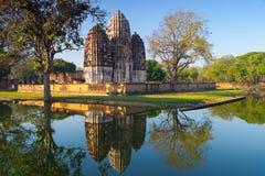 Um templo antigo no parque histórico de Sukhothai Foto de Stock