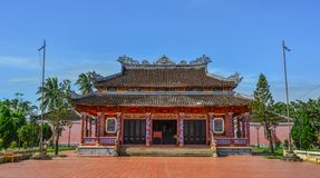 Um templo local em Hoi An Old Town imagens de stock