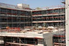 Um terreno de construção no verão imagens de stock
