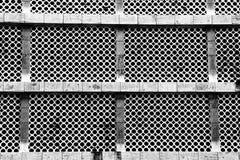 Um teste padrão arquitetónico monocromático dos círculos e das linhas imagens de stock royalty free