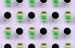 Um teste padrão dos muitos copos coloridos do bolinho de amêndoa e de café do bolo da sobremesa na opinião superior do fundo lilá imagens de stock