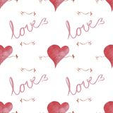 Um teste padrão sem emenda com corações e o amor e as setas da palavra Imagens de Stock