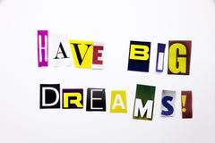 Um texto da escrita da palavra que mostra o conceito de tem os sonhos grandes feitos da letra diferente do jornal do compartiment Imagem de Stock