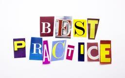 Um texto da escrita da palavra que mostra o conceito da melhor prática feito da letra diferente do jornal do compartimento para o Fotos de Stock