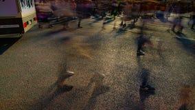 Um timelapse dos povos no cruzamento na inclinação lenta do obturador do dia do Tóquio de Shibuya vídeos de arquivo