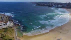 Um tiro aéreo do oceano filme