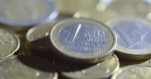 Um tiro de giro asperamente iluminado dos Euros filme