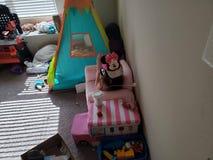 Um Toddler& x27; s terça-feira típica fotografia de stock royalty free