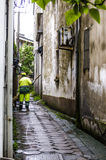 Um trabalhador ambiental do saneamento Fotografia de Stock