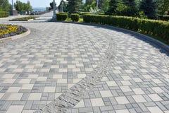 Um trajeto de pavimentos cinzentos na margem Imagens de Stock Royalty Free