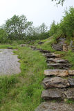 Um trajeto de pedra no fiorde de Geiranger em Noruega Fotografia de Stock Royalty Free