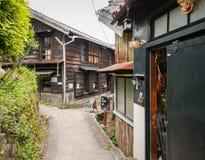 Um trajeto na vila da cerâmica de Tokoname imagens de stock