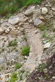 Um trajeto rochoso difícil nos montes Fotos de Stock Royalty Free