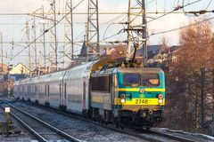 Um trem belga em Bruxelas B?lgica imagem de stock