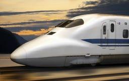 Um trem de bala de Shinkansen em Japão Imagens de Stock