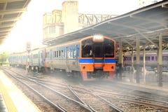 Um trem em Hua Lam Phong em Banguecoque Fotografia de Stock