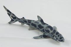 Um tubarão plástico fotos de stock