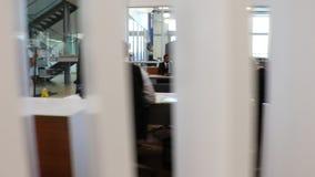 Um vídeo do departamento de conservação do concessionário automóvel revela video estoque