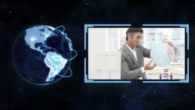 Um vídeo emerge mostrando um homem com um globo com cortesia de imagem da terra da NASA org filme
