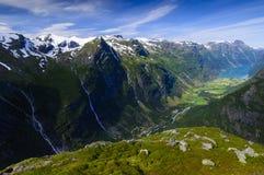 Um vale em forma de u de Noruega Fotos de Stock Royalty Free
