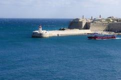 Um Valletta-Hafen kreuzen, Malta Stockbild