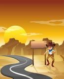 Um vaqueiro irritado ao lado da placa vazia no deserto Foto de Stock Royalty Free
