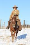 Um vaqueiro Riding His Horse foto de stock