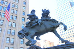 Um vaqueiro Statue dentro na cidade, New York Imagens de Stock Royalty Free
