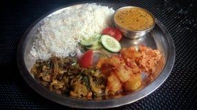 Um vegetal indiano nacional do thali do prato imagens de stock royalty free