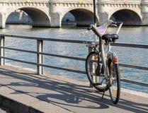 Um Velib em Paris, França Fotos de Stock Royalty Free