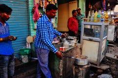 Um vendedor em Deli, Índia Foto de Stock
