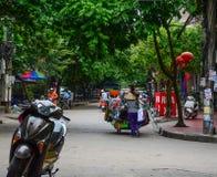 Um vendedor na rua fotos de stock royalty free