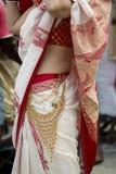 Um vestido típico com os ornamento em Kolkata imagens de stock