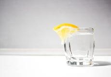 Um vidro com limão Foto de Stock Royalty Free