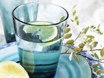 Um vidro da água pura, fresca foto de stock