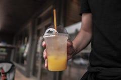 Um vidro da limonada fresca, fresco fotografia de stock