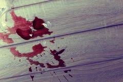 Um vidro de vinho quebrado Foto de Stock