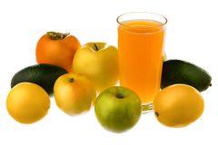 Um vidro do suco de fruto, limão, Apple, abacate, caqui isolado no fundo branco Fotografia de Stock