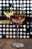 Um vidro do vinho cor-de-rosa Imagem de Stock