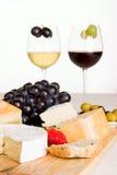Um vidro do vinho vermelho e branco Imagens de Stock