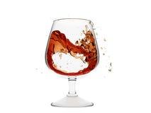 Um vidro isolado do conhaque com jorro de gripes do conhaque ilustração royalty free