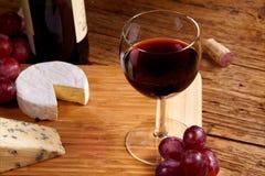 Um vidro vermelho do vinho Imagens de Stock