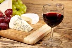 Um vidro vermelho do vinho Fotografia de Stock