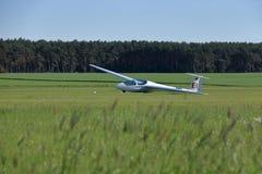 Um voo do planador na tempestade fotos de stock
