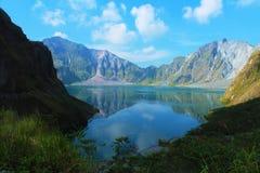 Um vulcão ativo Pinatubo, Filipinas Imagens de Stock Royalty Free